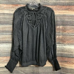 Gimmicks by BKE Medium Distressed Gray Embroidered Keyhole Mock Top NWOT